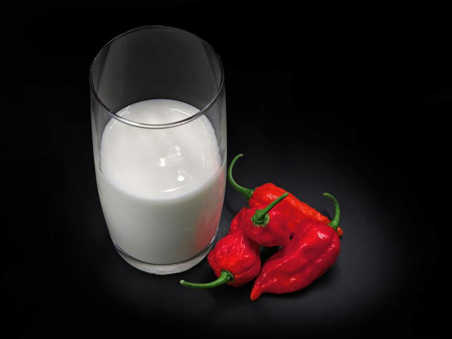 ¿Beber leche calma el dolor del picante en boca? ¿Y el agua?